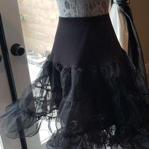 🔵Black petticoat